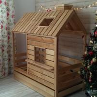 Кроватка-Домик из массива с окном и крышей